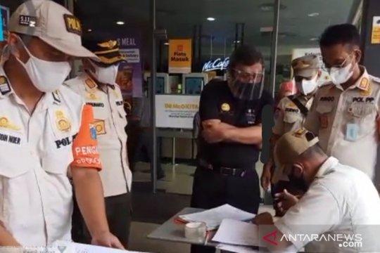 Satpol PP Kembangan tutup sementara McDonald's Puri Indah