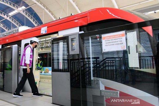 Presiden Joko Widodo tinjau proyek LRT