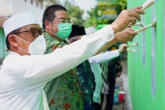 Majukan pariwisaata religi, Pacific Paint warna-warnikan Jombang