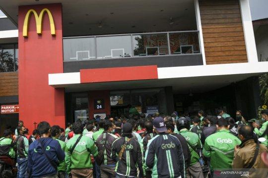 Jakarta kemarin, denda kerumunan di McD hingga PTM gelombang kedua