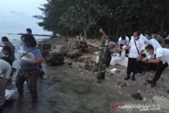 Lanal Banten menyerahkan benur sitaan ke BKIPM