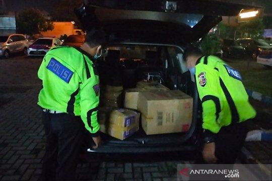 Polisi tangkap terduga penyelundup benur di tol Tangerang-Merak