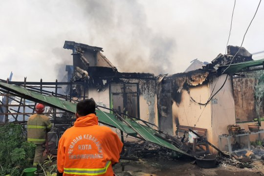 Rumah warga di Tanjungpinang Kepri ludes terbakar Jumat siang