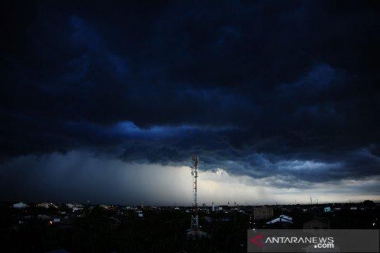 BMKG: Hujan lebat disertai petir terjadi di beberapa daerah