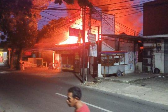 Tiga kios di Cipayung terbakar