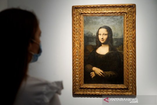 "Kemarin, lukisan tiruan Mona Lisa terjual hingga THE BOYZ ""comeback"""