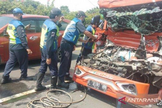 Kecelakaan dua truk di tol arah Tanjung Priok tewaskan satu pengemudi