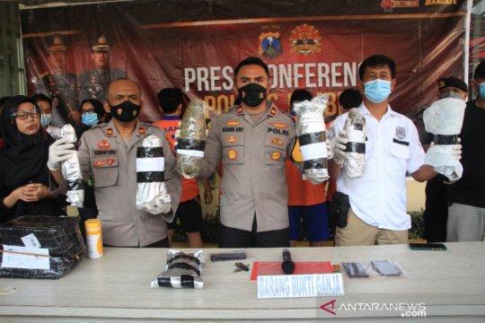 Polres Jember tangkap mahasiswa Malang edarkan 2,8 kg ganja