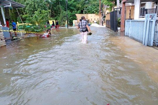 Sungai tertimbun longsor, Perumahan Nerada Tangerang Selatan banjir