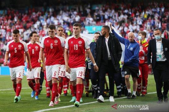 Kjaer dan tim medis yang tangani Eriksen diberi penghargaan UEFA