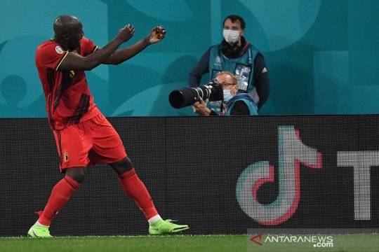 Dwigol Lukaku antar Belgia bungkam Rusia 3-0