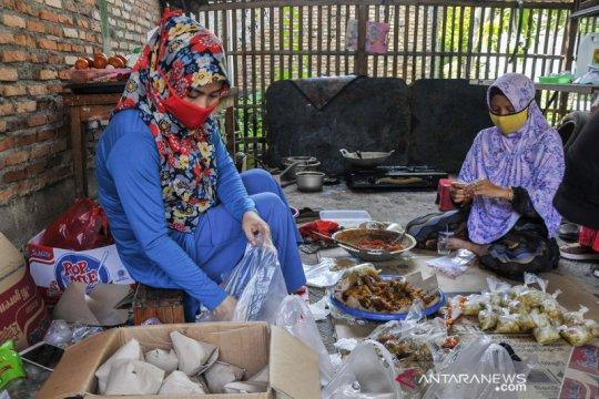 Relawan dirikan dapur umum bagi warga yang jalani isolasi mandiri