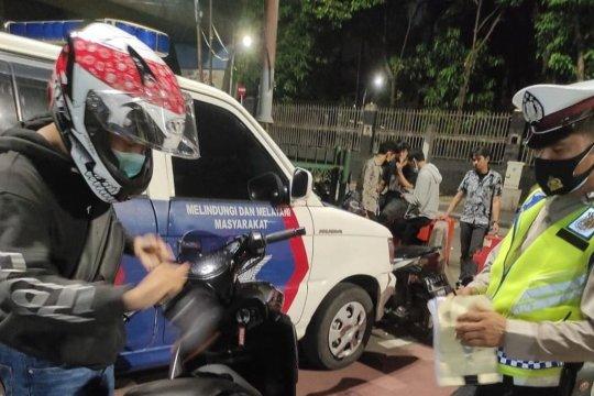 Polisi tindak pengendara motor dengan knalpot bising
