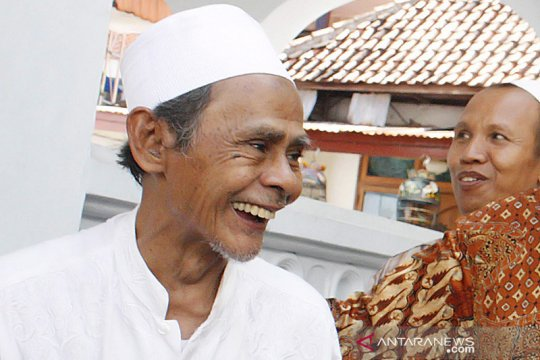 Pengasuh Ponpes Sidogiri  KH Nawawi Abdul Jalil wafat