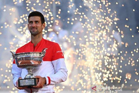 Tundukkan Tsitsipas, Djokovic sabet gelar French Open keduanya