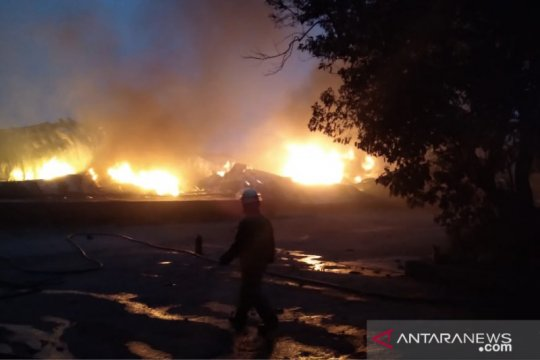 Pabrik tiner di Curug Tangerang terbakar