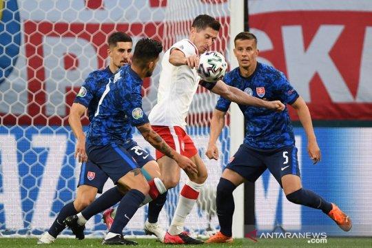 Matikan pergerakan Lewandowski jadi kunci kemenangan Slovakia