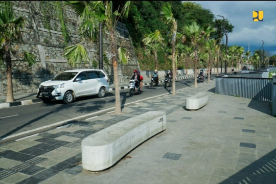Ubah wajah Labuan Bajo, Kementerian PUPR bangun trotoar premium