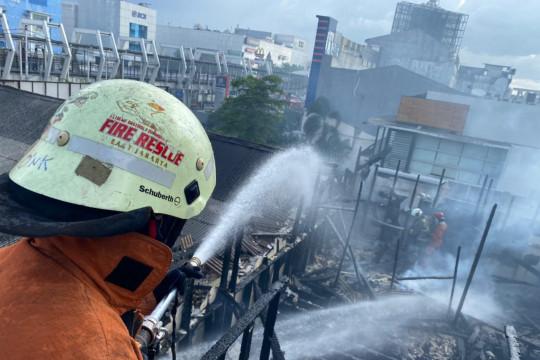 Korsleting listrik sebabkan kebakaran rumah makan di Pulogadung
