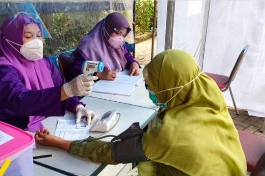 Warga Rawa Bunga jalani vaksinasi COVID-19 massal