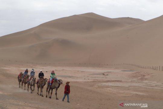 Harmoni senandung bukit pasir Mingsha