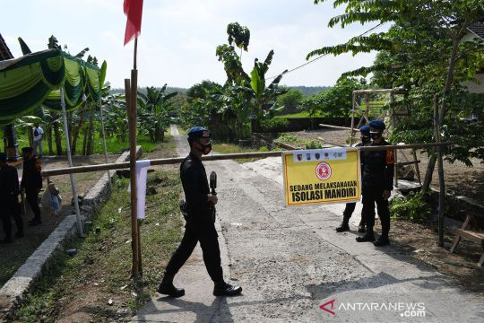 Brimob Polri amankan desa yang ditutup sementara karena kasus COVID-19