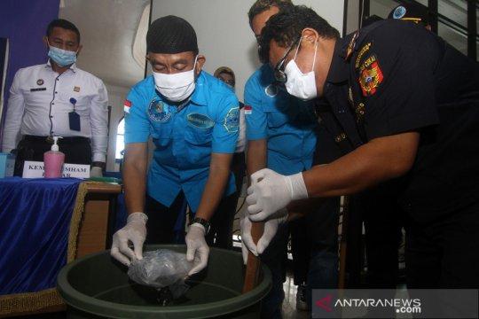 Pemusnahan sabu selundupan dari Malaysia