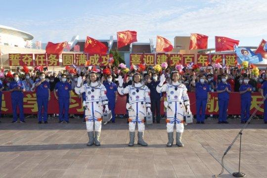 Tiga astronot China dilepas melalui acara seremonial dari Jiuquan