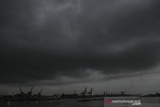 BMKG keluarkan peringatan hujan disertai kilat di beberapa wilayah