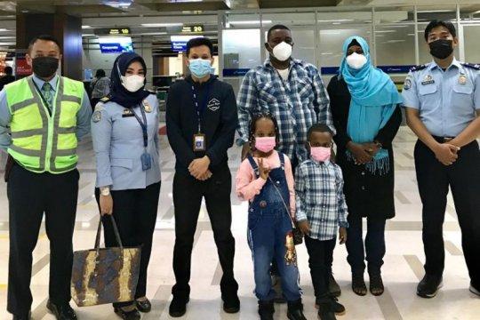 Satu keluarga pencari suaka asal Sudan dipindahkan ke Rudenim Jakarta