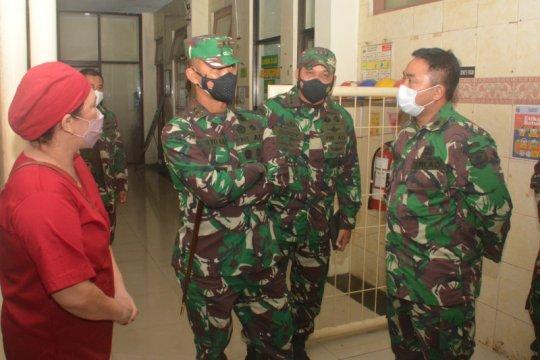 Pangdam Jaya tinjau pelaksanaan vaksinasi COVID-19 di Jakarta Timur