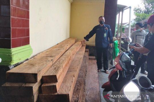 TNKS mengamankan 1,5 kubik kayu tidak bertuan
