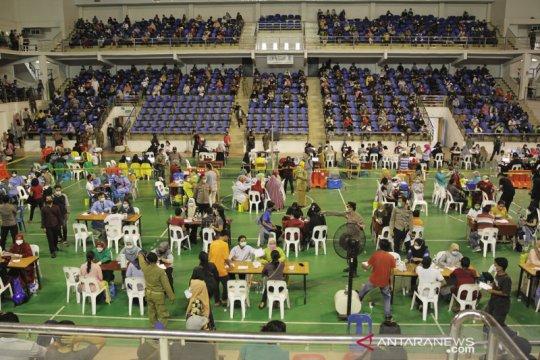 9.568 warga Batam divaksinasi COVID-19 dalam sehari