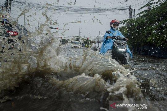 Banjir rendam kawasan Gedebage Bandung akibat drainase buruk