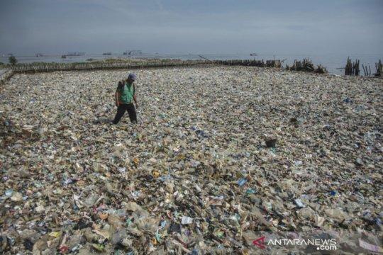 Bakamla-KLHK patroli bersama terkait temuan limbah di Teluk Jakarta