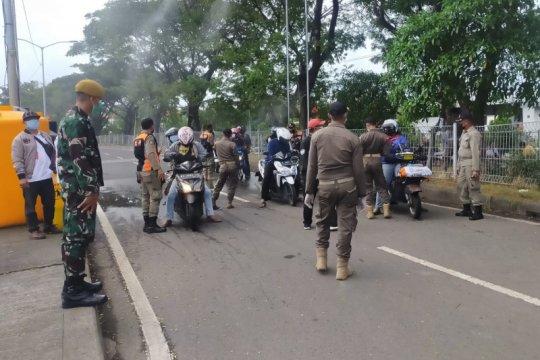 Penyekatan Suramadu dari dua arah Surabaya dan Madura diberlakukan