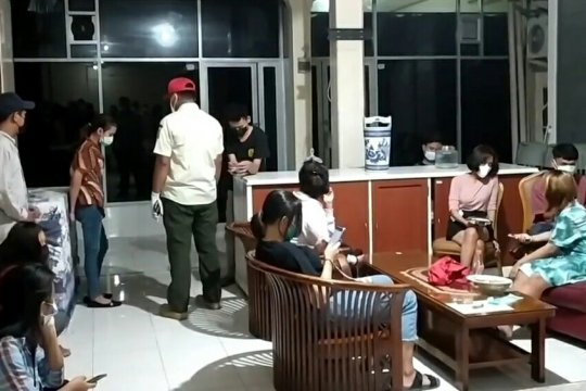 Indekos diduga tempat prostitusi digerebek di Jakarta Timur