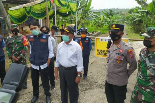 Menko PMK tinjau pelaksaanaan PPKM mikro di Kabupaten Madiun