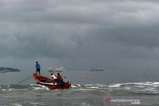 Waspadai potensi hujan lebat dan angin kencang di sejumlah provinsi