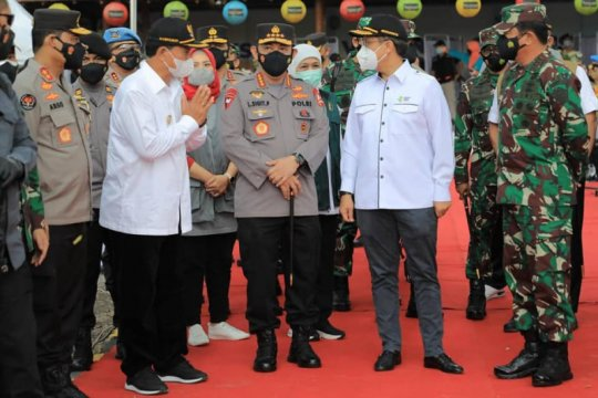 Kapolri, Panglima TNI, dan Menkes pantau vaksinasi massal di Madiun