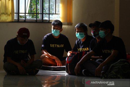Puluhan nelayan Vietnam pelaku pencurian ikan ilegal dideportasi