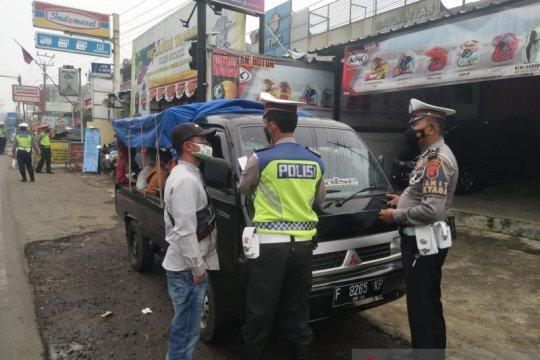 Polres Sukabumi putar balik wisatawan gunakan mobil bak terbuka