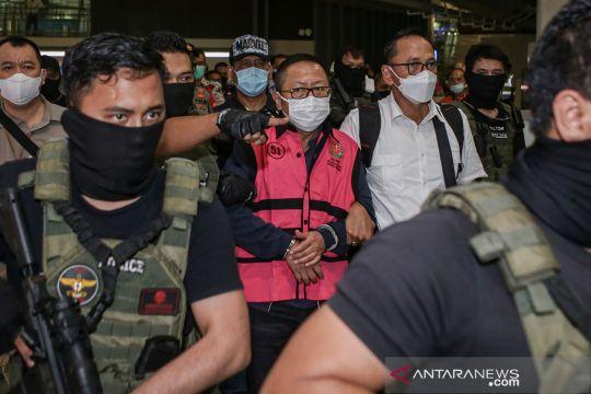 Buron kasus pembalakan liar Adelin Lis tiba di Indonesia