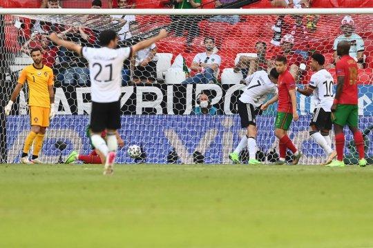 Jerman sementara unggul 4-1, dua di antaranya gol bunuh diri