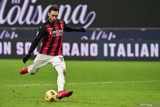 Simone Inzaghi puas dengan penampilan Cahlanoglu di laga uji coba