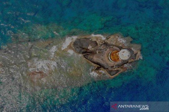 Penyelamatan terumbu karang dari jaring ikan di kawasan lindung Ko Losin