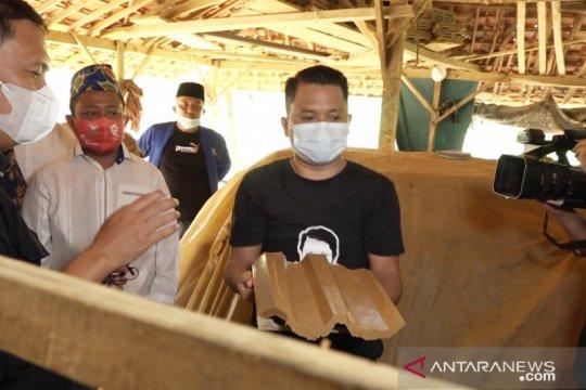 Anggota DPR menyerap aspirasi perajin genteng di Sampang