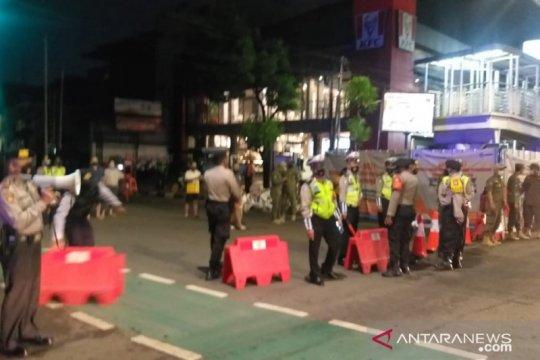 Polisi mulai batasi mobilitas pengguna jalan di Jaksel