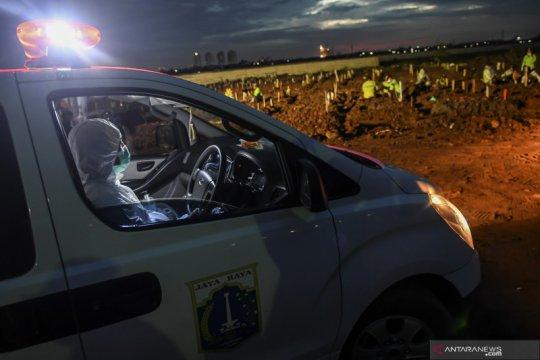 Jenazah COVID-19 DKI diangkut truk karena ambulans kewalahan