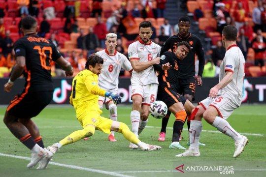Klasemen akhir Grup C, Belanda sempurna, Ukraina menunggu